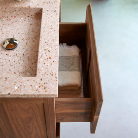 Meuble salle de bain en noyer massif et inorganique Pink Edgar 120 cm