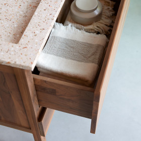 Meuble salle de bain en noyer massif et inorganique Pink Edgar 80 cm